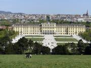Das Schloss Schönbrunn in Wien hat 2018 4 Millionen Besucherinnen und Besucher angelockt - ein Rekord. (Bild: Keystone/APA/HELMUT FOHRINGER)