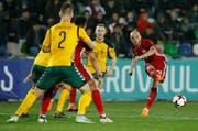 Der technisch starke Mittelfeldspieler Valeriane «Vako» Gvilia (rechts) mit Georgien im Länderspiel gegen Litauen. (Bild: David Mdzinarischvili/Reuters (Tiflis, 24. März 2018))