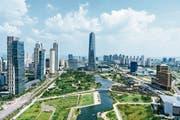 Songdo in Südkorea ist komplett auf dem Reissbrett geplant worden und gilt als Vorzeige-Smart-City. Hier der Blick aus dem 29-Stockwerk des G-Towers. (Bild: Jun Michael Park/LAIF/Keystone)
