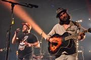 Eingängiger Indie-Rock: Manuel Felder, Gesang, und Patrik Muggli, Gitarre, hatten das Publikum im Nu im Sack. (Bild: Max Eichenberger)