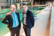 Gemeinderat Willi Zürcher (links) und Pius Schumacher, Verwaltungsrat der Badi Reiden AG, im Hallenbad in Reiden. (Bild: Boris Bürgisser, 31. Januar 2019)