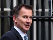 Der britische Aussenminister Jeremy Hunt hat am Montag in Brüssel durchblicken lassen, dass es noch nicht sicher ist, dass das britische Unterhaus am Dienstag oder Mittwoch über den EU-Austrittsvertrag abstimmen wird. (Bild: KEYSTONE/EPA/ANDY RAIN)