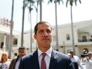 Will die Botschaften im Ausland unter seine Kontrolle bringen: Venezuelas selbst ernannter Interimspräsident Juan Guaidó. (Bild: KEYSTONE/AP/NATACHA PISARENKO)