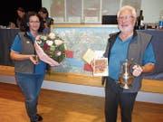Die strahlende Tourismuspreisträgerin Maya Chanti und Ehren-Tourismuspreisträger Sepp «Post Sepp» Barmettler. (Bild: Ruedi Wechsler, Ennetbürgen, 18. März 2019)