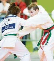 Gereon Schlickeiser aus Montlingen (rechts) ist ein hoffnungsvoller Judoka des JJJC Rheintal. Bei seiner ersten Teilnahme am Heimturnier traf er jedoch auf (noch) übermächtige Gegner. (Bild: Christian Kamber)