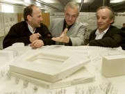 Der verstorbene Marcel Meili (rechts) war 2002 auch am siegreichen Projekt für ein neues Fussballstadion in Zürich beteiligt. (Bild: KEYSTONE/MICHELE LIMINA)