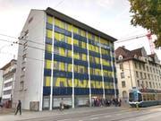 Das Rollladen-Orchester am Schulhaus der Schule für Gestaltung an der Zürcher Limmatstrasse in Aktion. (Bilder: PD/Atelier für Sonderaufgaben)