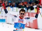 Im Endspurt nicht zu schlagen: Norwegens Schlussläufer Jarl Magnus Riiber (Bild: KEYSTONE/AP/MATTHIAS SCHRADER)