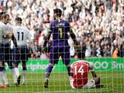 Held und Versager: Hugo Lloris wehrte den Penalty von Arsenals Aubameyang ab (Bild: KEYSTONE/AP/TIM IRELAND)