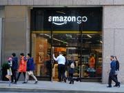 Amazon plant einem Zeitungsbericht zufolge Detailhandelsläden für günstige Produkte. (Bild: KEYSTONE/AP/ERIC RISBERG)