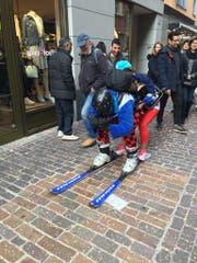 Ski heil! Wahrscheinlich nicht sehr effizient – aber der gute Wille ist da! (Bild: Sandro Renggli)