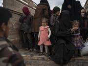In den vergangenen Tagen wurden rund 5000 Menschen aus der Region Baghus herausgeholt. (Bild: Keystone/AP/FELIPE DANA)