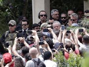 Brasiliens Ex-Präsident Lula erhielt Hafturlaub, um an der Beerdigung seines Enkels teilzunehmen. (Bild: KEYSTONE/EPA EFE/FERNANDO BIZERRA)