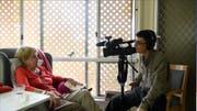 Der Filmemacher als Protagonist: Fabian Biasio filmt sich, wie er filmt. Eine Einstellung aus dem Dokumentarfilm. (Bild: PD)