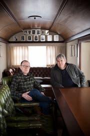 Mike Müller und Victor Giacobbo im Pressewagen des Circus Knie. (Bild: Mareycke Frehner)