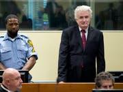 Radovan Karadzic am Mittwoch in Den Haag vor den Uno-Tribunal. (Bild: KEYSTONE/AP/PETER DEJONG)