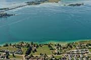 Blick auf das rund 16'000 Quadratmeter grosse Grundstück am Zürichsee. (Bild: Niklaus Wächter/Reportair.ch, 16. August 2018)