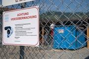 Die Altstoffsammelstelle in Buochs wird mit Videokameras überwacht. Bild: Corinne Glanzmann (17. Juli 2018)
