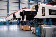 Endmontage des Hochgeschwindigkeitszugs Giruno für die SBB bei Stadler in Bussnang. (Bild: Gian Ehrenzeller/Keystone)