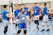 Luzerns Libero Jörg Gautschi (Nr. 1) jubelt – seine Teamkollegen freuen sich mit. (Bild: Eveline Beerkircher, Luzern, 20. März 2019)