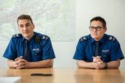Roger Spirig (links) und Thomas Christen sind seit drei Wochen für die St.Galler Stadtpolizei in den sozialen Medien im Einsatz. (Bild: Adriana Ortiz Cardozo, 20. März 2019)