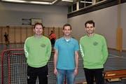 Sportchef Simon Köppel (Mitte) kann bei der Planung der kommenden Spielzeit wieder auf die Spieler Martin Ostransky (links) und Arbnor Papaj zählen, die in der letzten Saison interimistisch als Spielertrainer wirkten. (Bild: ys)