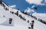 Kunststücke in der Luft: Colin Wili beim FIS-Weltcup-Rennen in Mammoth Mountain (USA). (Bild: PD)