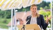 SVP-Strahlefrau Karin Bertschi, hier als Festrednerin an der Bundesfeier in Spreitenbach, will es sich mit dem «Blick» offenbar nicht verscherzen. (Bild: Severin Bigler)