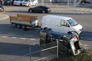 Nach der Streifkollision von Lieferwagen und PW auf der Kreuzung Zürcher-, Hafnersberg- und Kunklerstrasse. (Bilder: Stadtpolizei St.Gallen - 20. März 2019)