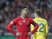 Cristiano Ronaldo und Titelverteidiger Portugal starteten mit einer Enttäuschung in die EM-Qualifikation (Bild: KEYSTONE/EPA LUSA/MIGUEL A. LOPES)