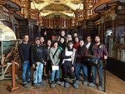 Die philippinische Filmcrew 2017 in der Stiftsbibliothek St.Gallen. (Bild: PD)
