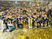 Nach den gewonnenen Serien gegen Kloten (4:1 Siege) und Olten (4:2) träumt der Schlittschuhclub Langenthal vom dritten NLB-Meistertitel nach 2012 und 2017 - Bild: Meisterfeier 2017 (Bild: KEYSTONE/MARCEL BIERI)