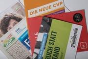 Die Wahlen stehen vor der Tür - die Briefkästen sind entsprechend voll von Wahlunterlagen. (Bild: Pius Amrein)