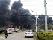 Nach der Explosion in einer chinesischen Chemiefabrik in Yancheng ist die Zahl der Toten in der Nacht auf Freitag auf 47 Personen gestiegen. (Bild: KEYSTONE/AP Xinhua/CHEN FENG)