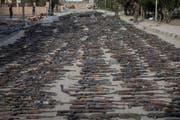 Waffen von IS-Kämpfern in der befreiten ostsyrischen Stadt Al-Mayadin. (Bild: Chris McGrath/Getty, 22. März 2019)