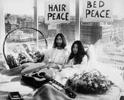 John Lennon und Yoko Ono im Amsterdamer Hilton Hotel während dem «Bed-In» vor 50 Jahren. (Bild: Keystone)