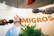 Die frischgewählte Migros-Präsidentin Ursula Nold stellt sich nach ihrer Wahl am Samstag in Zürich den Medien. (Bild: Melanie Duchene/Keystone)