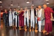Shitsetsang (2. v. r.) zusammen mit dem Dalai Lama (5. v. l.) beim Schweizer Empfang 2016.