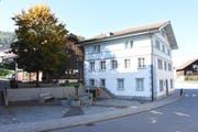 Im alten Gemeindehaus in Brunnadern wird nach dem Ja der Kirchgemeindeversammlung ein Verwaltungszentrum realisiert. (Bild: Urs M. Hemm)