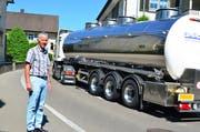 Der Roggwiler Gemeindepräsident steht an der Hubgasse, wo Lastwagen seit letztem Sommer nur noch in eine Richtung fahren dürfen. (Bild: Max Eichenberger)
