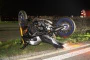 Das Motorrad des Verunglückten. (Bild: Zuger Polizei)