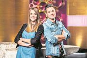 Sie moderieren eine Woche lang: das Blogger-Ehepaar Loredana und Kilian Bamert alias Saturday and Sunday. (Bild: SRF/Oscar Alessio)