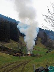 Der starke Rauch, der bei offenen Feuern im Freien entsteht, belastet die Luft erheblich. (Bild: PD)