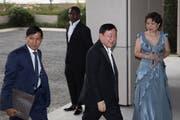 Der Milliardär und und frühere thailändische Ministerpräsident Thaksin Shinawatra (2. v. r.) lebt im Exil. (Bild: Jérôme Favre/EPA, Hong Kong, 22. März 2019)