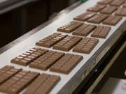 Schweizer Schokolade ist im Ausland gefragter als im Inland. (Bild: KEYSTONE/GAETAN BALLY)