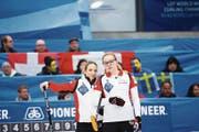 Zusammen Weltmeisterinnen: Silvana Tirinzoni (links) und Alina Pätz. (Bild: Celine Stucki/Freshfocus (Silkeborg, 24. März 2019))