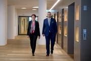 Besiegelten am 7. November 2018 den Vertrag zwischen den beiden Kantonen: Die Nidwaldner Regierungsrätin Michèle Blöchliger und der Luzerner Regierungsrat Guido Graf. (Bild: Corinne Glanzmann)