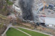 Durch den Brand wurde die Halle in Schmerikon komplett zerstört. (Bild: Kapo SG)