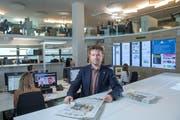 Chefredaktor Stefan Schmid im Newsroom St.Gallen. (Bild: Urs Bucher)
