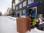 Bei der Kälte fiel das Gitarre spielen schwer. (Bild: Maurice Grob)